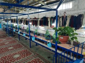 گزارشی از کارگاه بافت قالی آستان قدس رضوی در راور +تصاویر